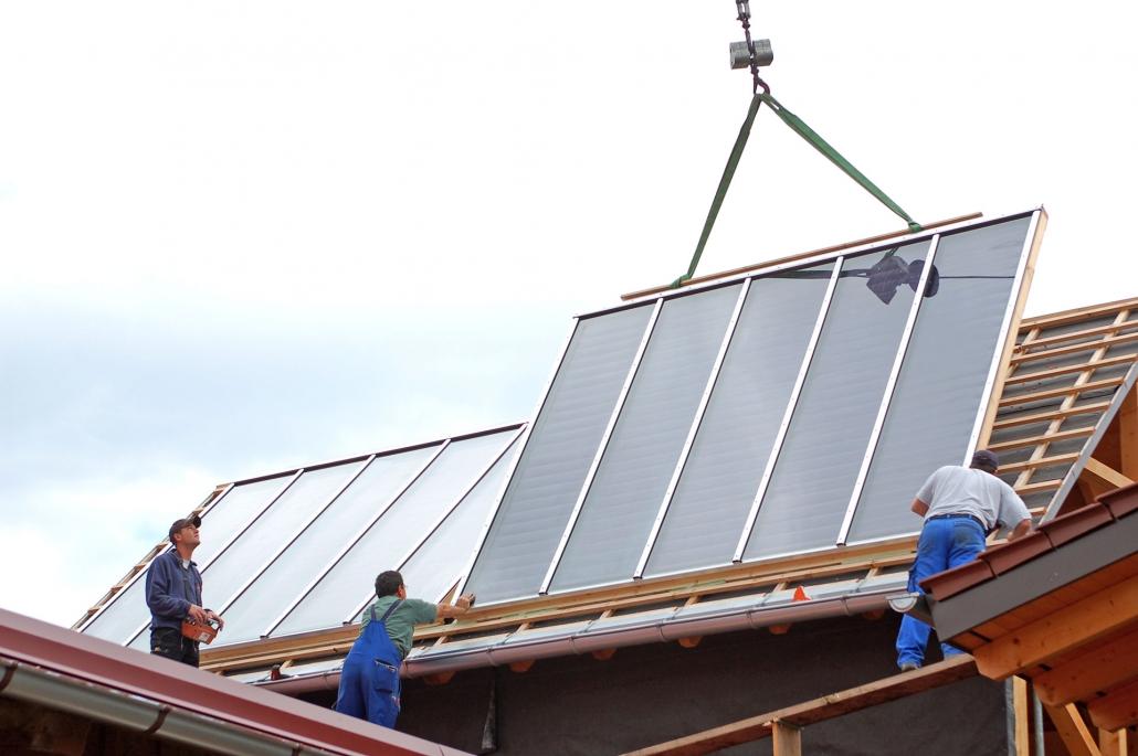 Einbau einer modernen Solaranlage von Knöbel Sanitär